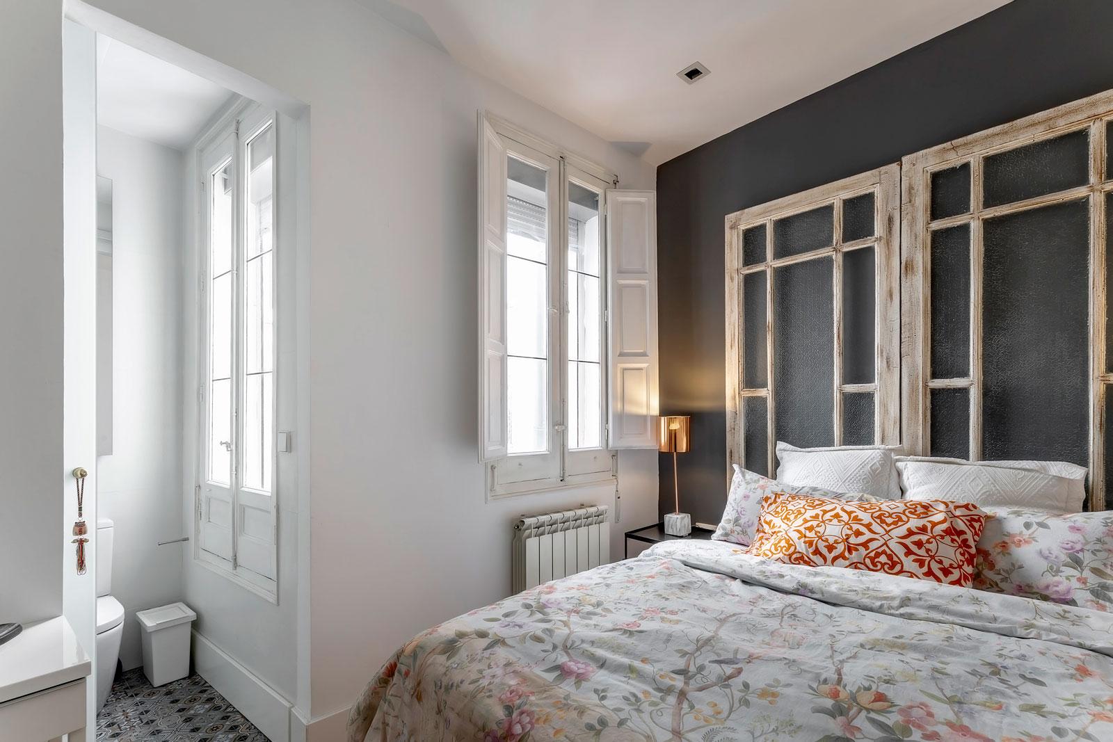 puertas-cabecero-cama-minipiso-centro-madrid-pard-gris-